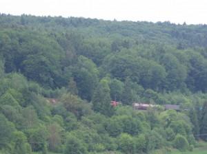 Blick vom Hirschenwirt auf die Bahnstrecke