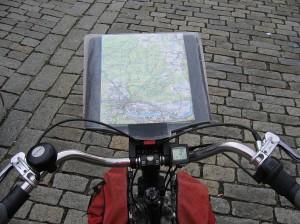 Topografische Karte im Kartenhalter