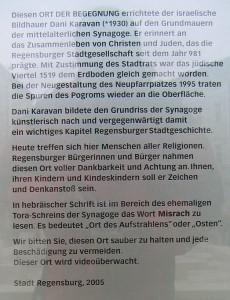 Infotafel am Synagogendenkmal in Regensburg