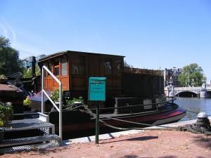 Boot mit Briefkasten