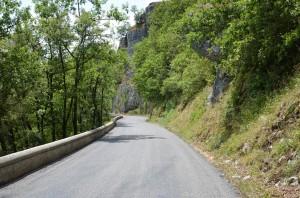 Straße an der Dordogne
