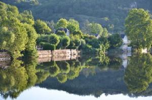 Blick über den Fluss in Terrasson