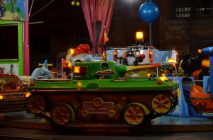 Kinderkarussell mit Panzer