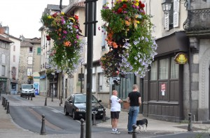 Blumenampeln in Aurillac