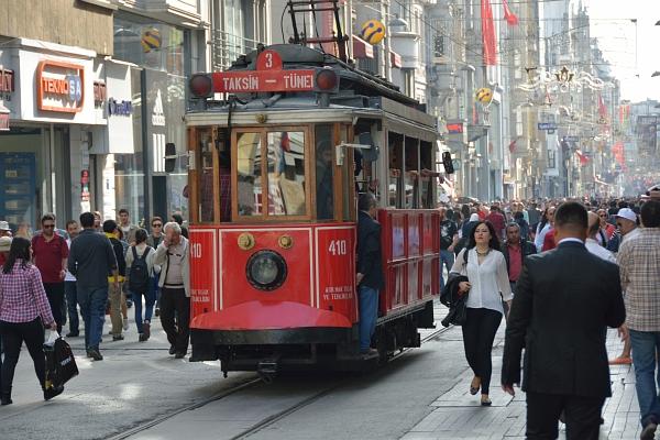 Trambahn nahe dem Taksim-Platz