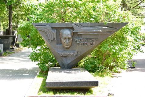 Moskau - Grab des Flugzeugbauers Andrei Nikolajewitsch Tupolew