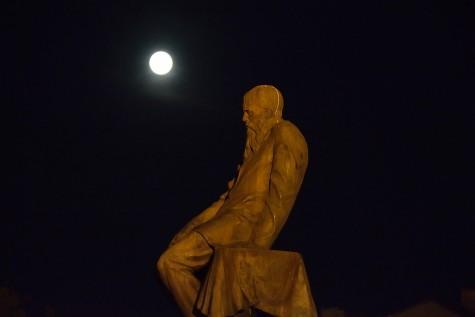 Moskau - Dostojewski-Statue vor der Lenin-Bibliothek