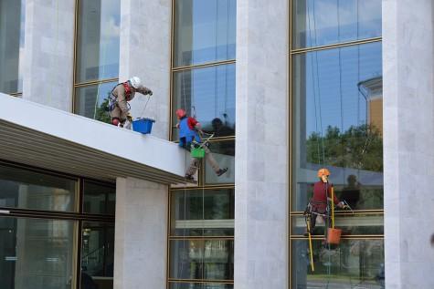 Moskau - Fensterputzer im Kreml